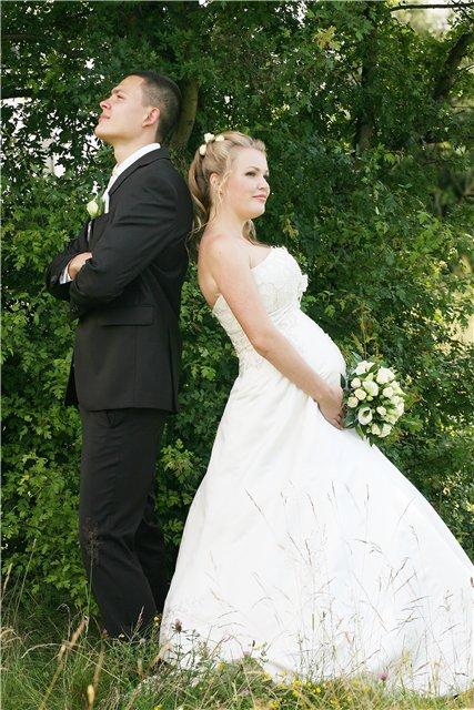 Это наша свадьба 2 недели назад.В пузике сыночек Платон.Нам здесь 28 неделек.
