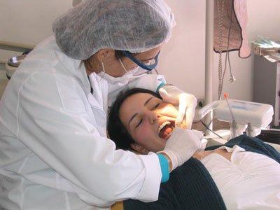 Осмотр стоматолога перед планированием беременности